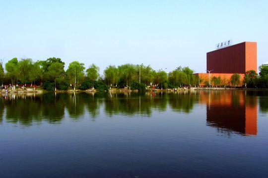 市沙坪坝区西部虎溪镇的重庆大学城重大虎溪校区内